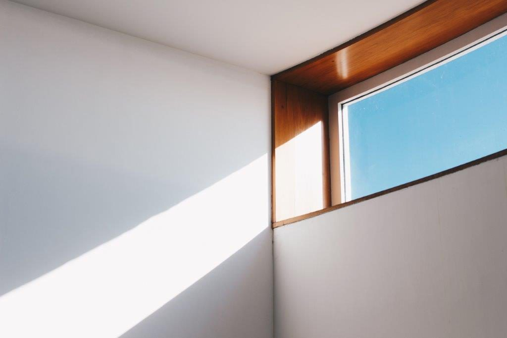 architektur-ausstellung-blauer-himmel-921294
