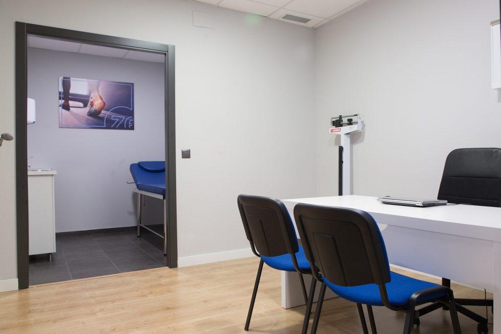 Innenarchitekt Objekteinrichtung Geschäftseinrichtung Büromöbel Praxis Ordination Warteraum Behandlungsraum
