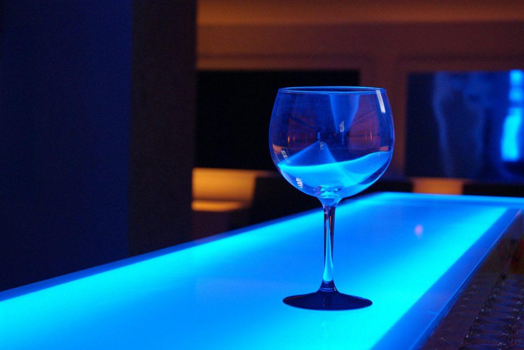 Innenarchitekt Objekteinrichtung Geschäftseinrichtung Büromöbel Glas Diskopult LED-Beleuchtung