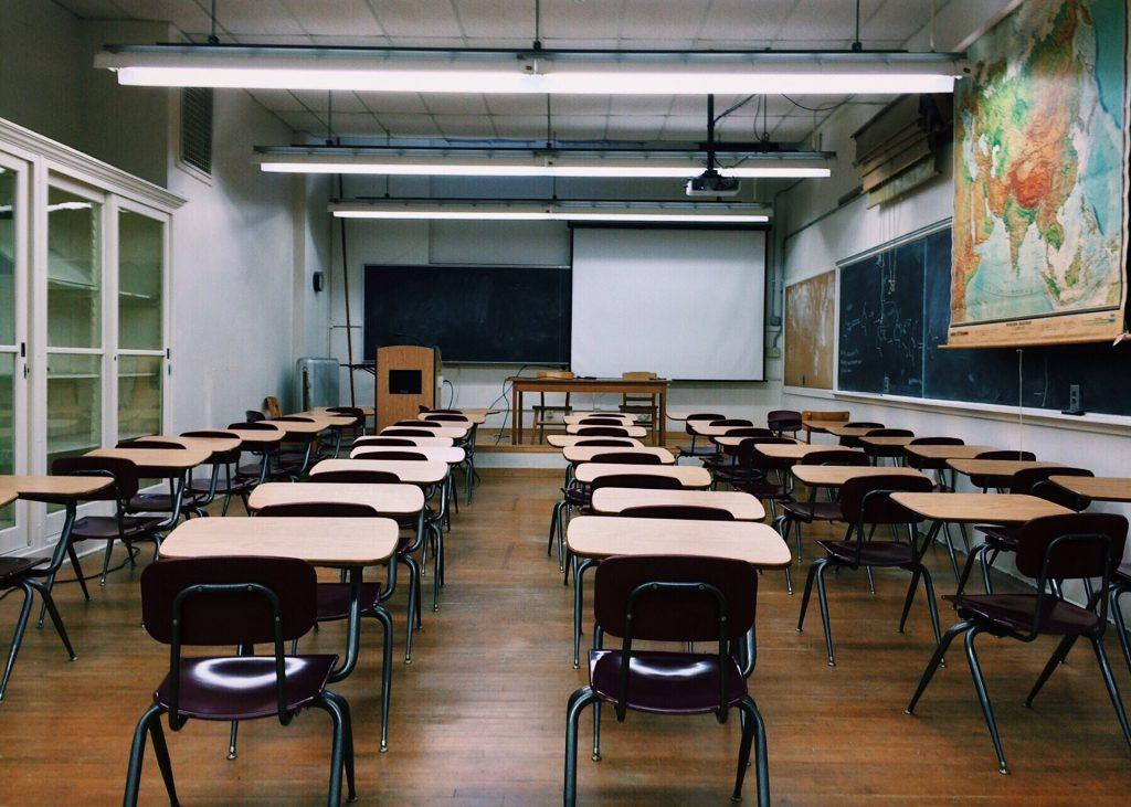 Innenarchitekt Objekteinrichtung Geschäftseinrichtung Büromöbel Schule Universität Klassenzimmer