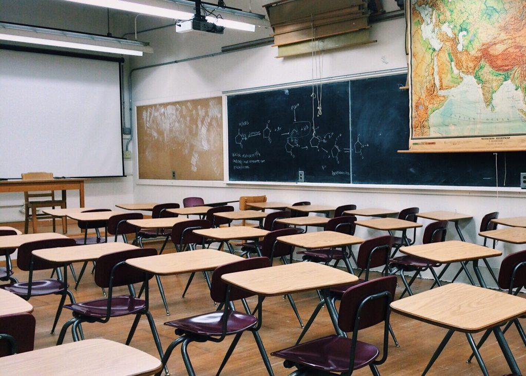Innenarchitekt Objekteinrichtung Geschäftseinrichtung Büromöbel Schule Universität Klassenraum Gymnasium