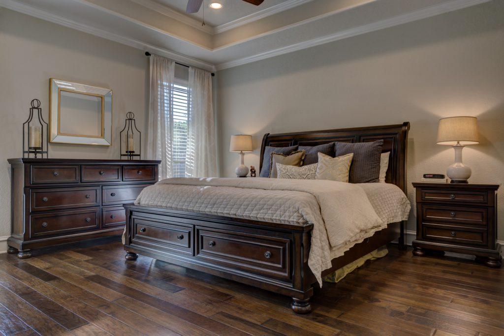 Altbausanierung Badsanierung Küche Schrankraum Schlafzimmer Bett Eiche
