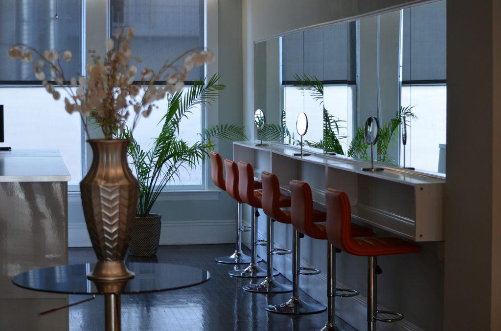 Innenarchitekt Objekteinrichtung Geschäftseinrichtung Büromöbel Friseursalon SPA Salon Spiegel