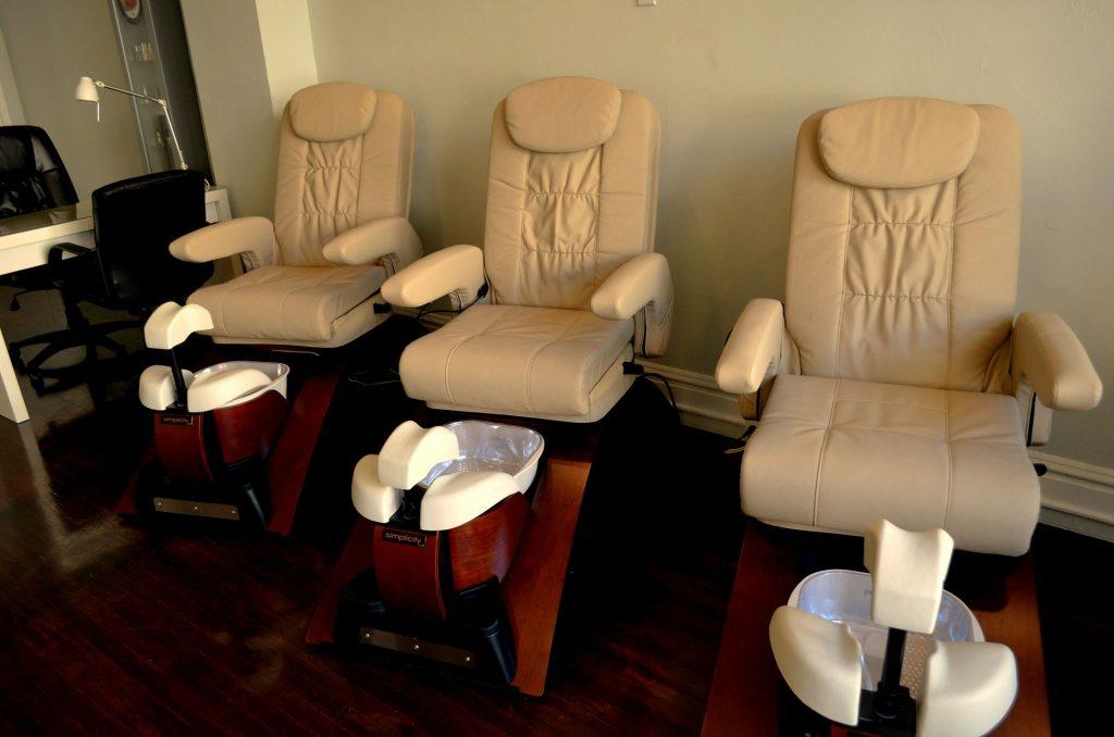 Innenarchitekt Objekteinrichtung Geschäftseinrichtung Büromöbel-Friseursalon SPA Salon Kosmetik Sitze Stühle Strohmaier