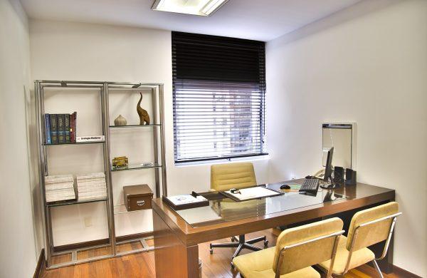Innenarchitekt Objekteinrichtung Geschäftseinrichtung Büromöbel Arztpraxis Warteraum Behandlungszimmer Strohmaier